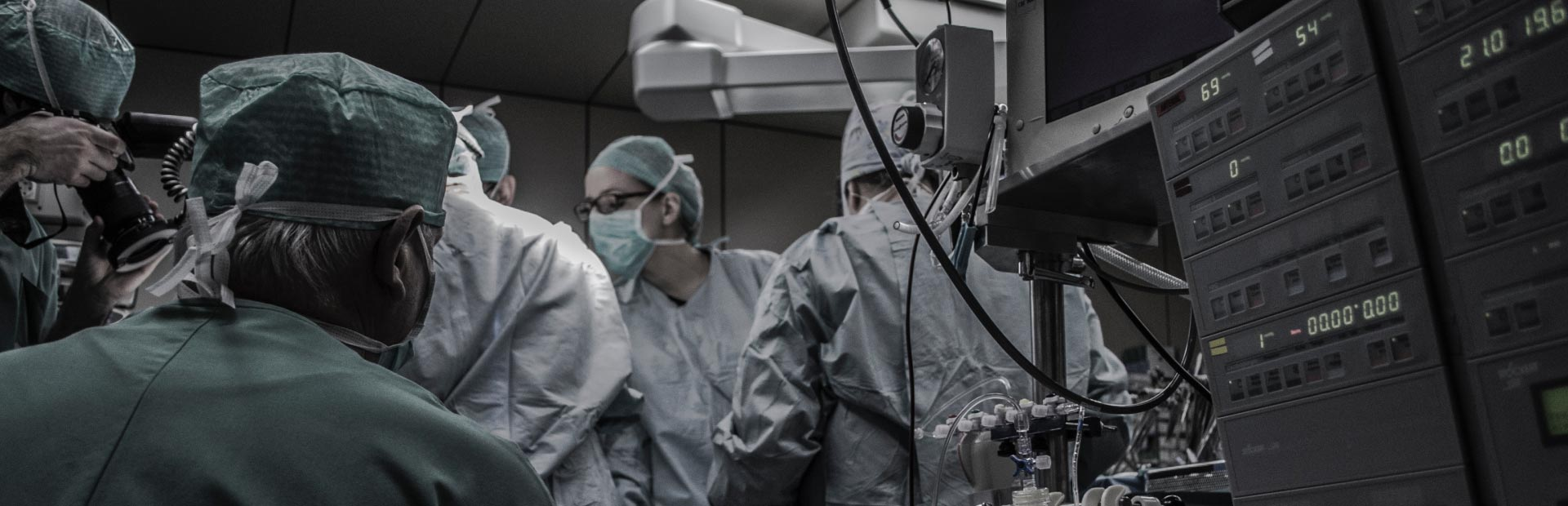 Surgeons in the operating room - JCMG